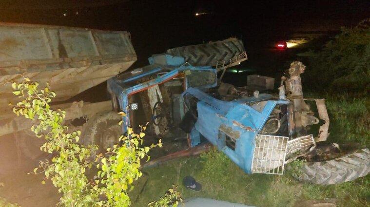 Ребенок умер в тракторе, который перевернулся в Черновицкой области