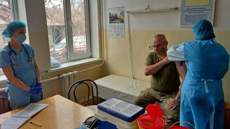 Главнокомандующий ВСУ вакцинировался от коронавируса