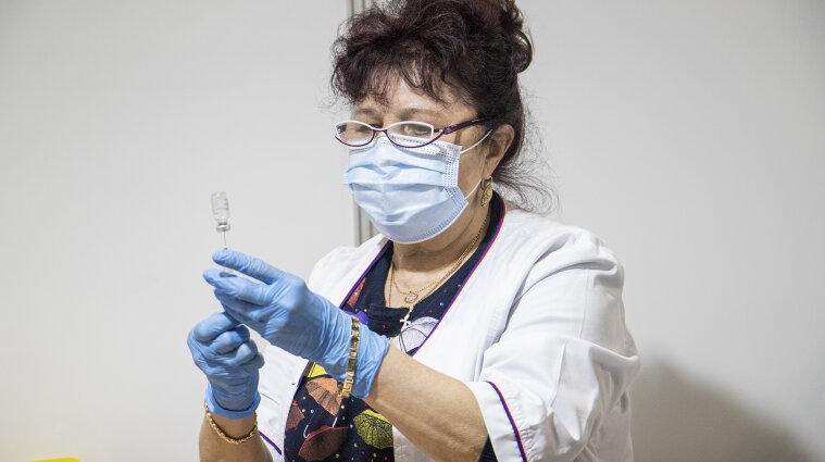 В Україні розпочався четвертий етап вакцинації проти COVID-19