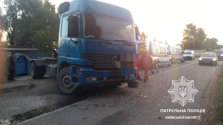 ДТП на трассе под Киевом: два человека погибли, трое пострадали - фото