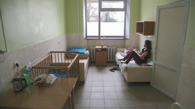 Коронавирус в Украине: рекорд по новым случаям, госпитализацям и смертям