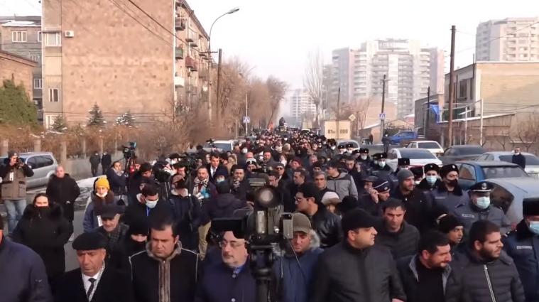 Влаштували марш: у Вірменії опозиція вимагає відставки Пашиняна