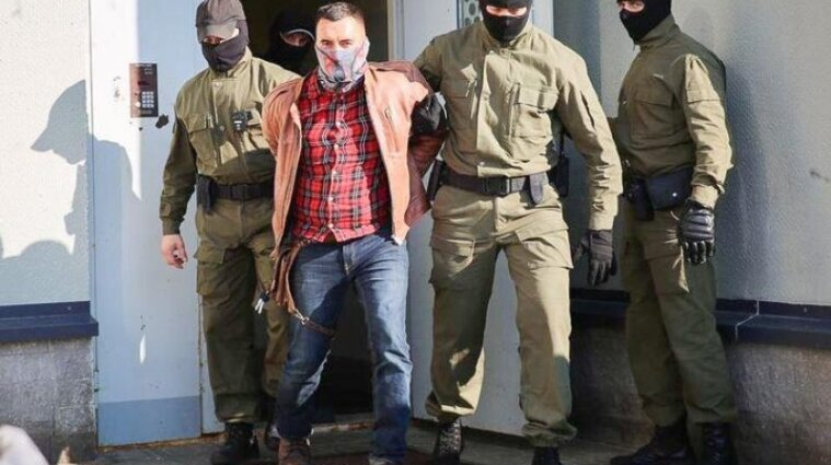 Політв'язень у Білорусі намагався перерізати собі горло під час суду - відео