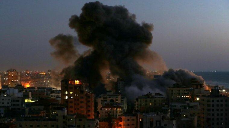 По Ізраїлю запустили 130 ракет: люди ночували у бомбосховищах, а у містах почалися сутички