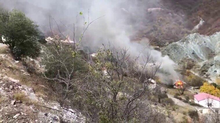 Мешканці Карабаху спалюють магазини та власні будинки - відео