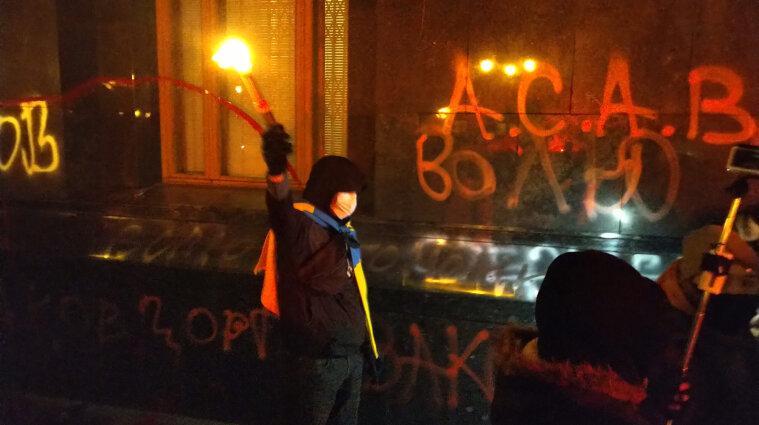 """""""Слуга народа"""" инициирует внеочередное заседание Рады из-за протестов под ОП"""