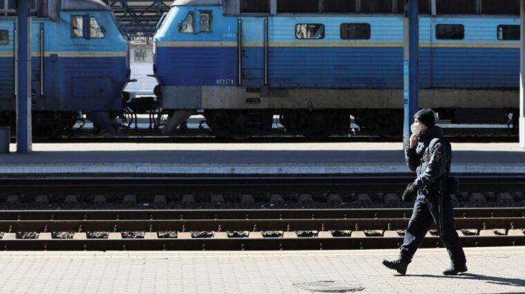 """Из-за """"красной зоны"""" поезда в Ивано-Франковской области останавливаться не будут"""