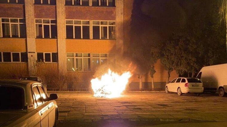 У Львові підпалили автомобіль детективу НАБУ