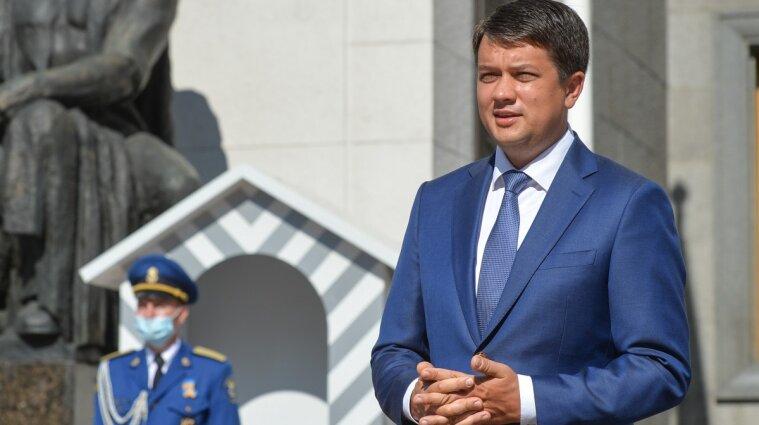"""Разумков пригласил """"Слуг народа"""" на встречу, чтобы обсудить его """"неудовлетворительную работу"""""""