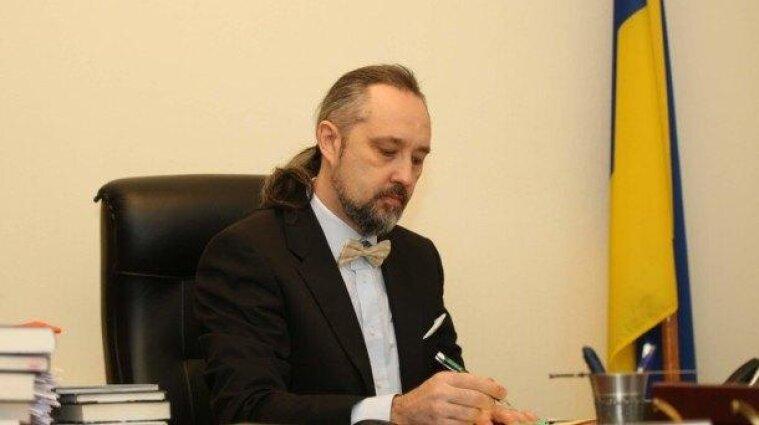 Суддя КС заявив про тиск Офісу президента: він подав у відставку