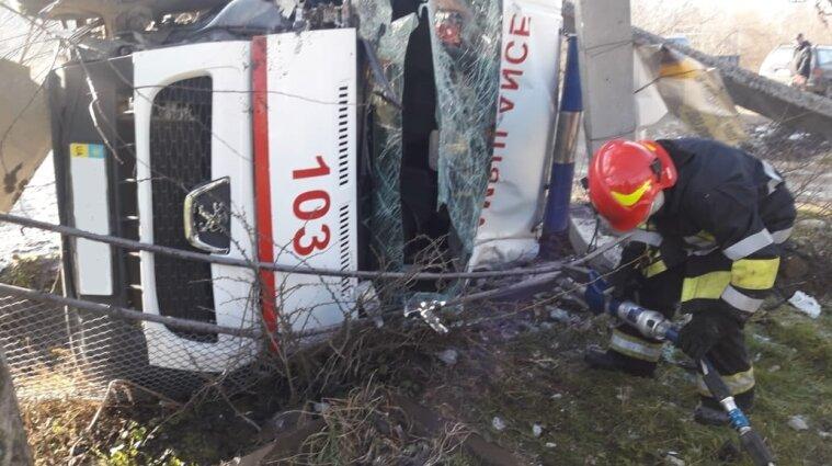В Ивано-Франковской области скорая столкнулась с грузовиком, есть пострадавшие