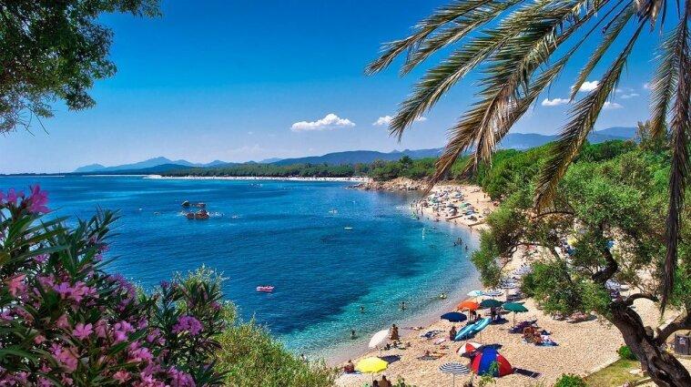 На Сардинії туристи вкрали з пляжу майже сто кілограмів піску