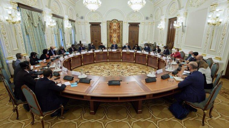 У Зеленського розповіли послам G20 про ситуацію на Донбасі