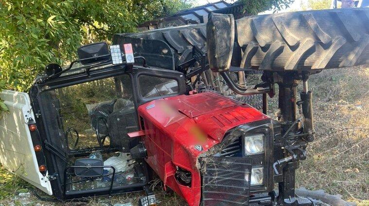 В Одесской области перевернулся трактор с пятью детьми в прицепе: есть погибшие (фото)