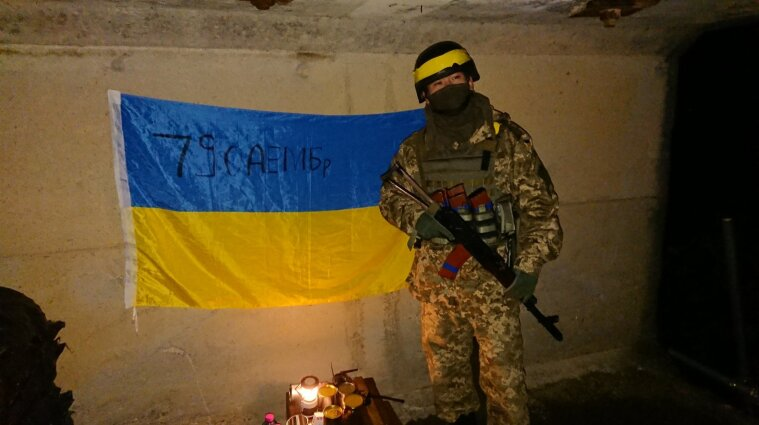 Японська молодь косплеїть українських кіборгів - фото