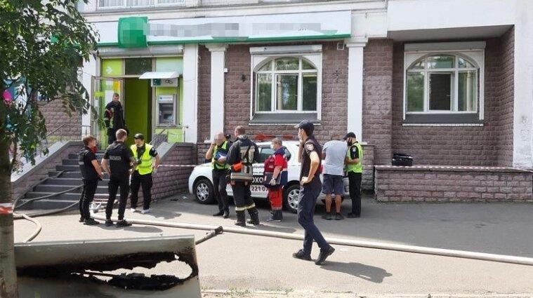 Заложница и игрушечный пистолет: подробности ограбления банка в Киеве