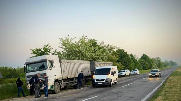 Банду, которая грабила дальнобойщиков, задержали в Одесской области - видео, фото