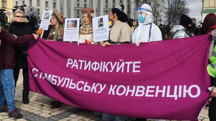 У пандемії — жіноче обличчя: У Києві проходить марш жінок