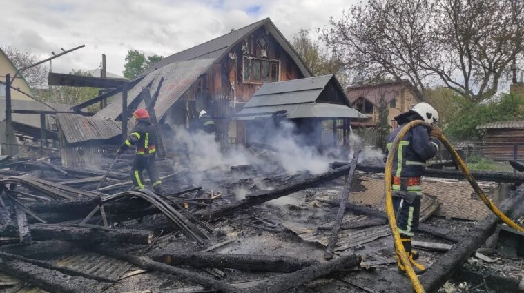 Крупный пожар на Ивано-Франковщине: сгорели три дома, два гаража и две застройки