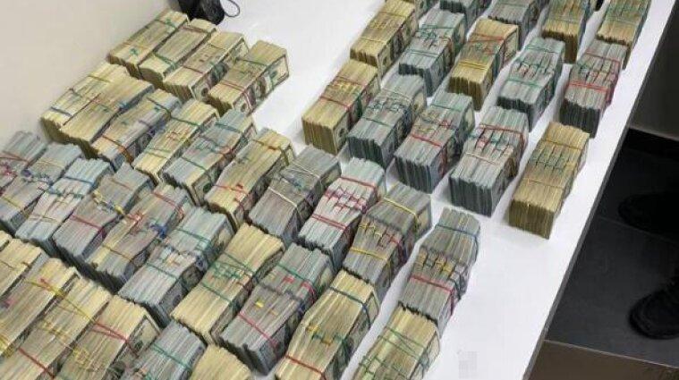"""У """"воров в законе"""" полиция изъяла более трех миллионов долларов """"общака"""" - фото"""