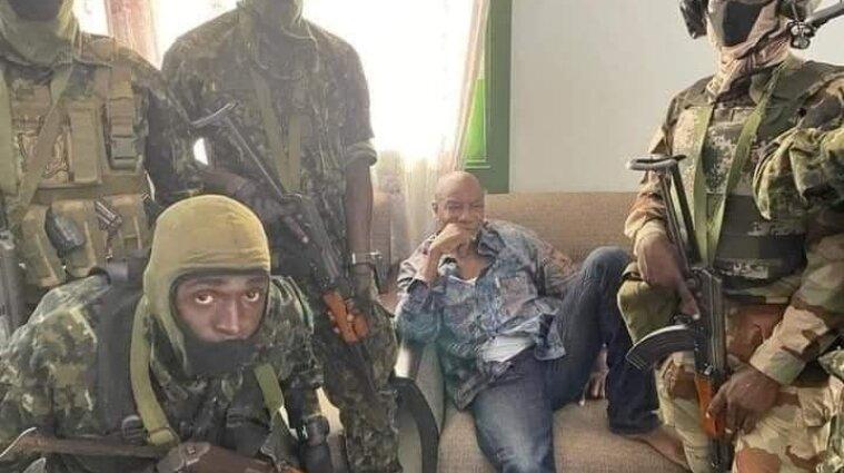 Напад на президента Гвінеї і його резиденцію відбили військові