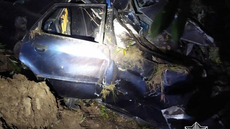 ДТП на Житомирщине: погибли водитель и пассажир легковушки - фото