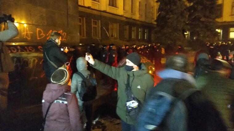 Протесты за Стерненко: Геращенко назвал активистов неонацистами и скинхедами
