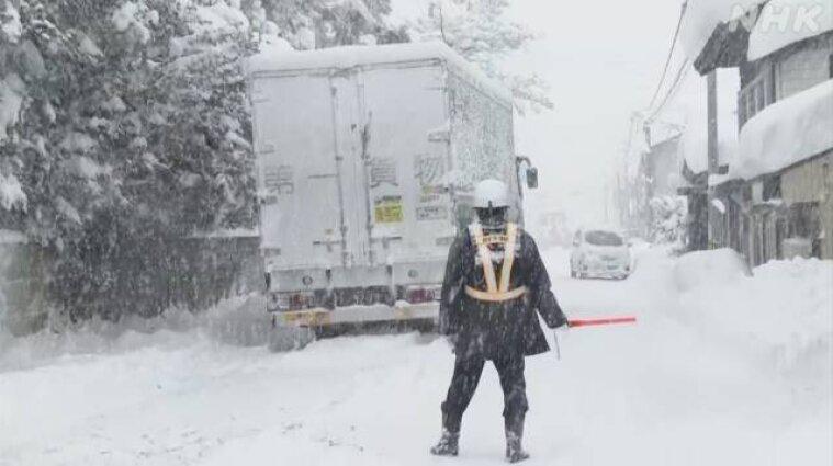 В Японии более 10 человек пострадали из-за снегопадов