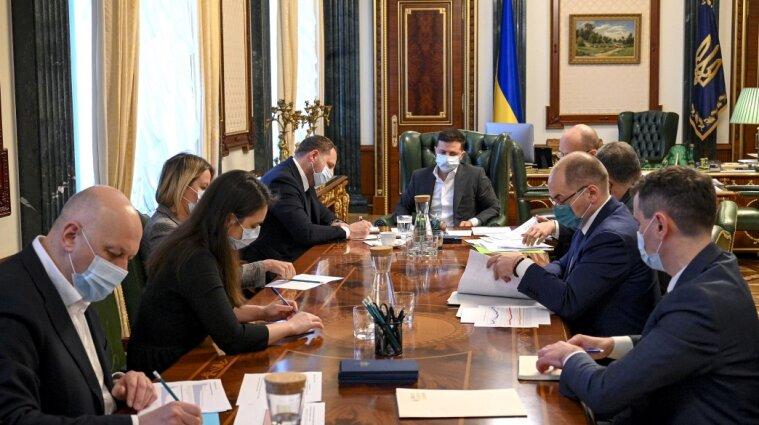 Зеленський закликав підприємців активніше просити вісім тисяч допомоги