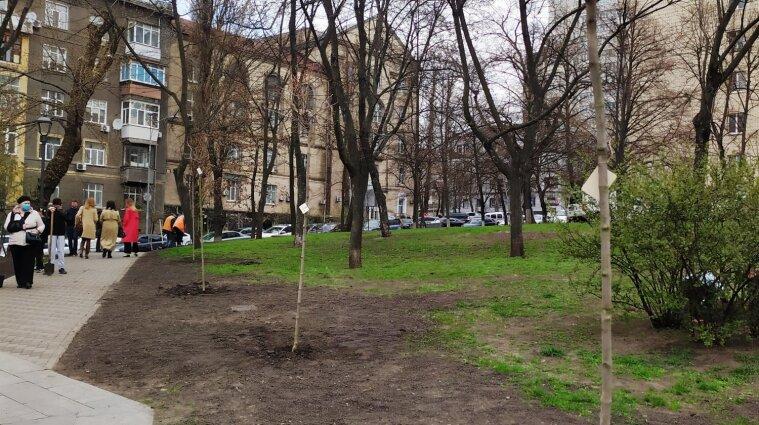 У Києві висадили Алею свободи слова - фото