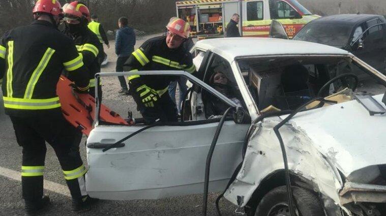 Массовое ДТП в Тернополе: пострадавшую вырезали из машины