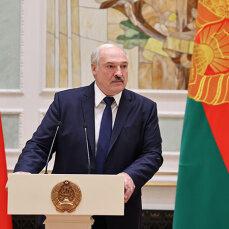 """Лукашенко рассказал, что экономику Беларуси """"душат"""""""