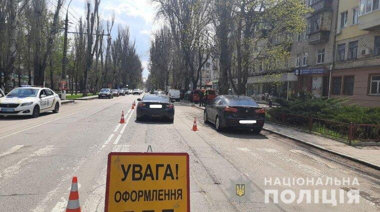 Смертельна ДТП на трасі Одеса-Рені: водій легковика влетів під зерновоз - фото