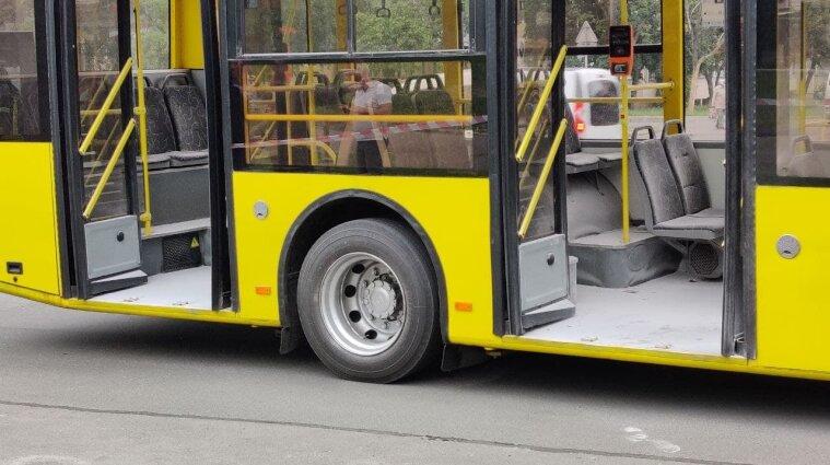 """В троллейбус в Киеве бросили """"коктейль Молотова"""", есть пострадавшие - фото"""