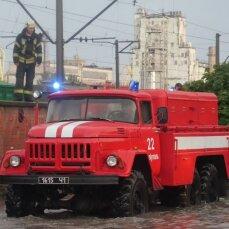 Через негоду 57 населених пунктів без світла, затопило будинки та двори