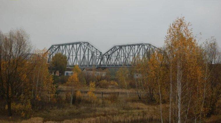 """В """"Укрзализныци"""" разворовывали средства, предназначенные на ремонт железнодорожного моста"""