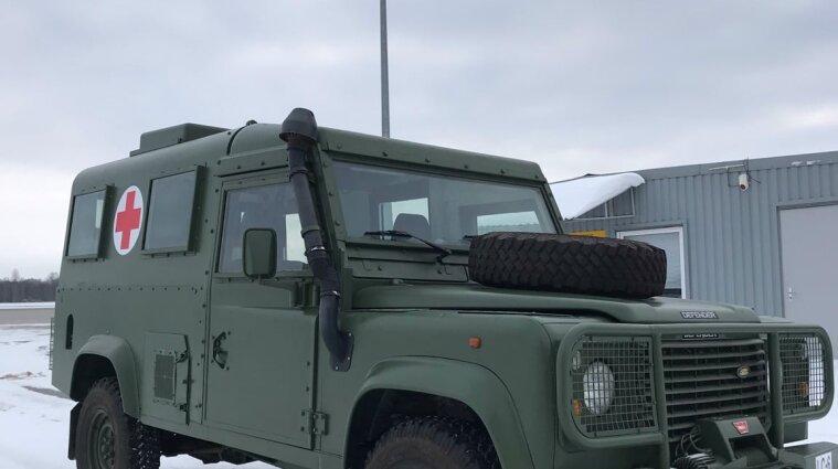 Латвія передала Україні сім автомобілів для військових медиків