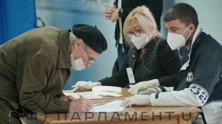 У ЦВК сподіваються завершити місцеві вибори у березні-2021