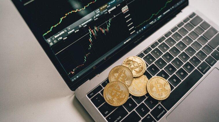 Курс биткоина обвалился более чем на семь тысяч долларов: причины