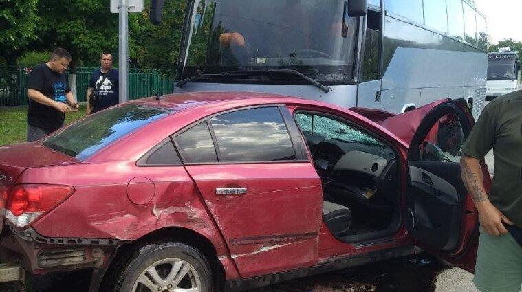 Автобус з дітьми-спортсменами потрапив у ДТП в Запорізькій області - відео