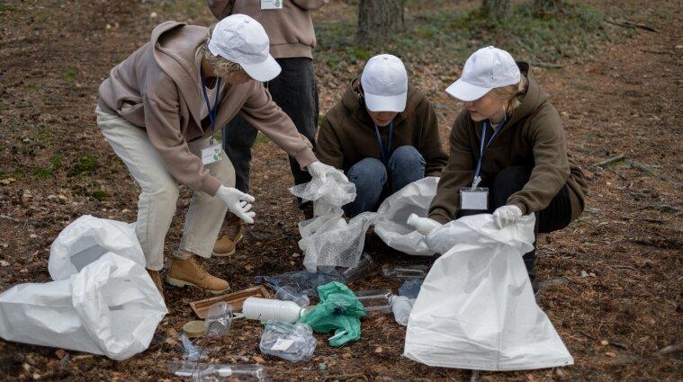 Британцы создали полностью безопасный пластик, который превращается в воск