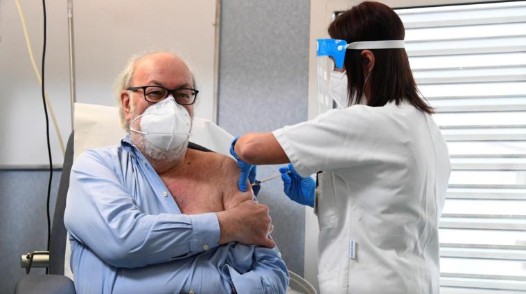 У Німеччині восьми людям випадково ввели дозу вакцини від COVID-19, яка вп`ятеро перевищує норму