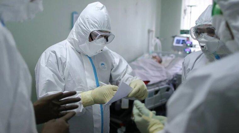 Україна на порозі локдауну: лікарні вже сортують хворих