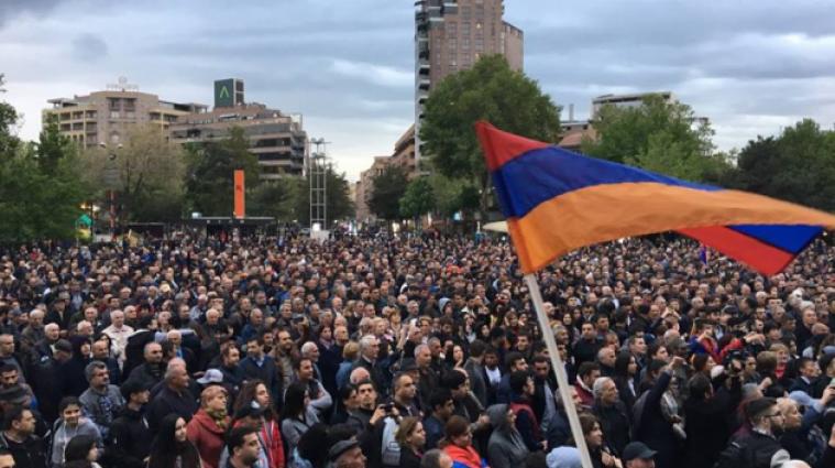 У Вірменії тривають протести: майже 70 затриманих, є постраждалі
