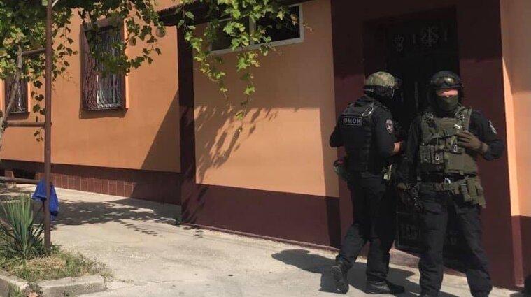 Российские силовики в Крыму проводят обыск в доме крымских татар
