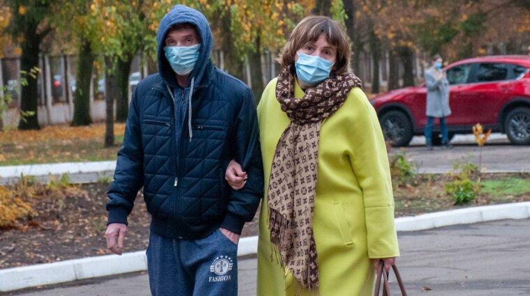 В Сумах полицейские не будут впускать людей без маски в город