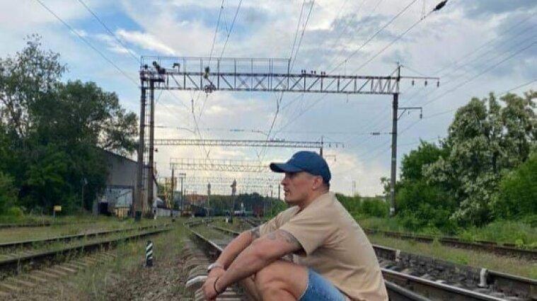 Укрзализныця раскритиковала боксера Усика за фото на путях