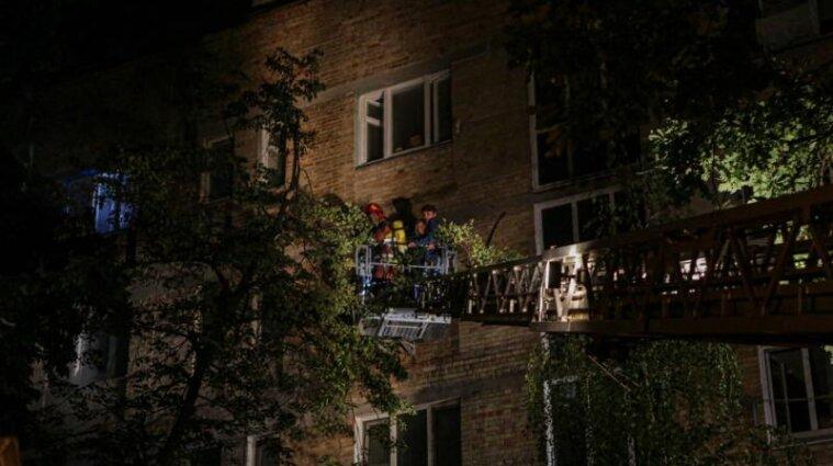 В Киеве горела многоэтажка: один человек погиб, 33 эвакуированы