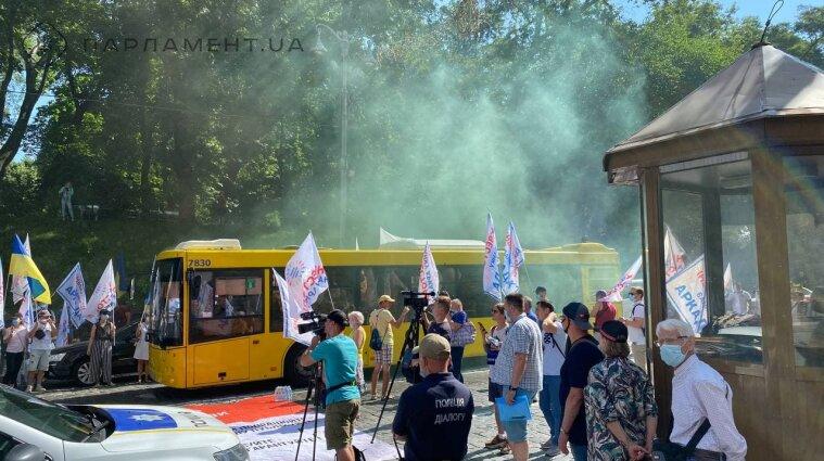 """Інвестори """"Аркади"""" протестують у Києві: рух транспорту у центрі заблоковано - фото"""