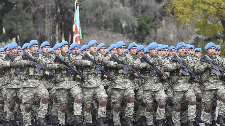 В Баку прошел военный парад в честь победы в войне за Карабах - видео